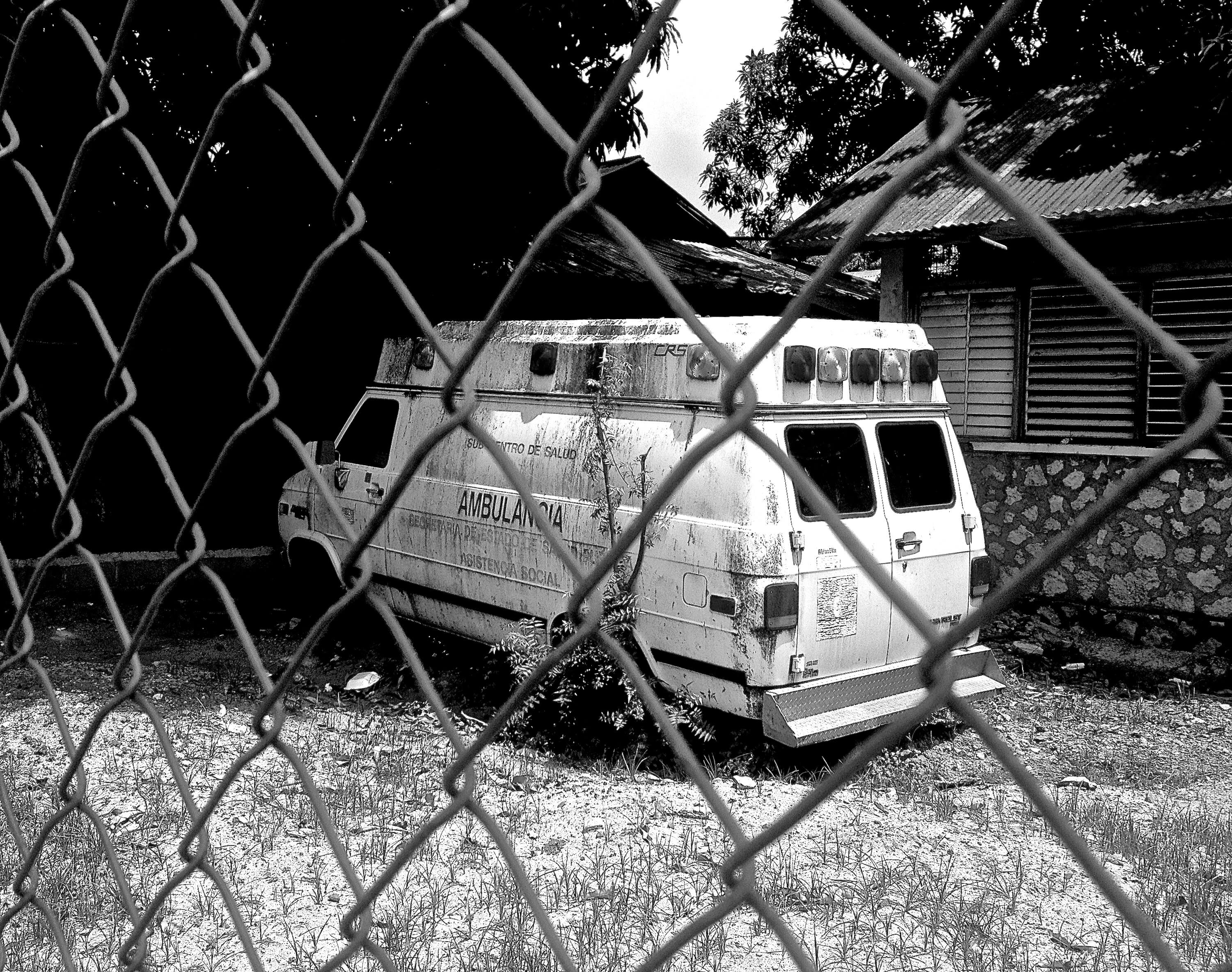Ambulance Manzanillo, DR - BW
