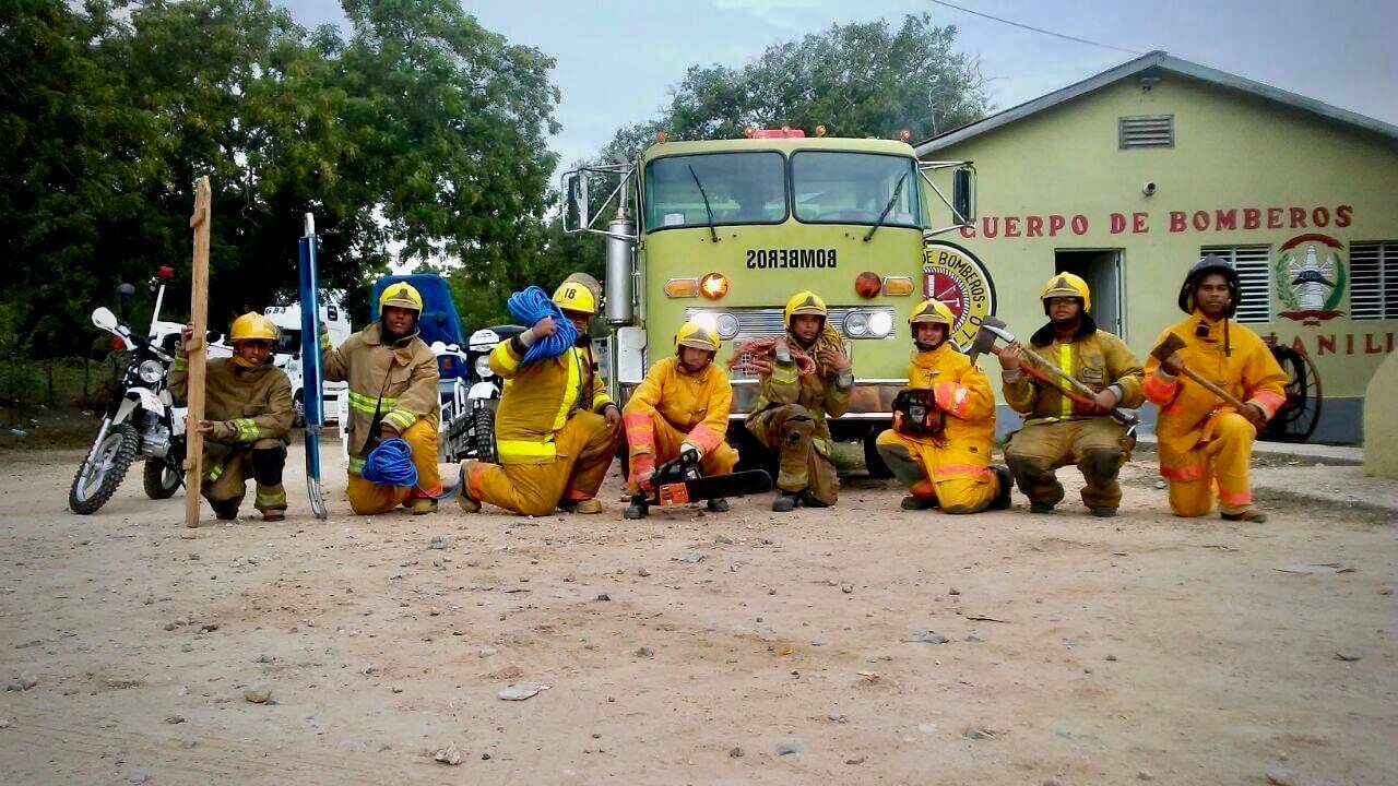 Bomberos de Manzanillo preparandose para Irma