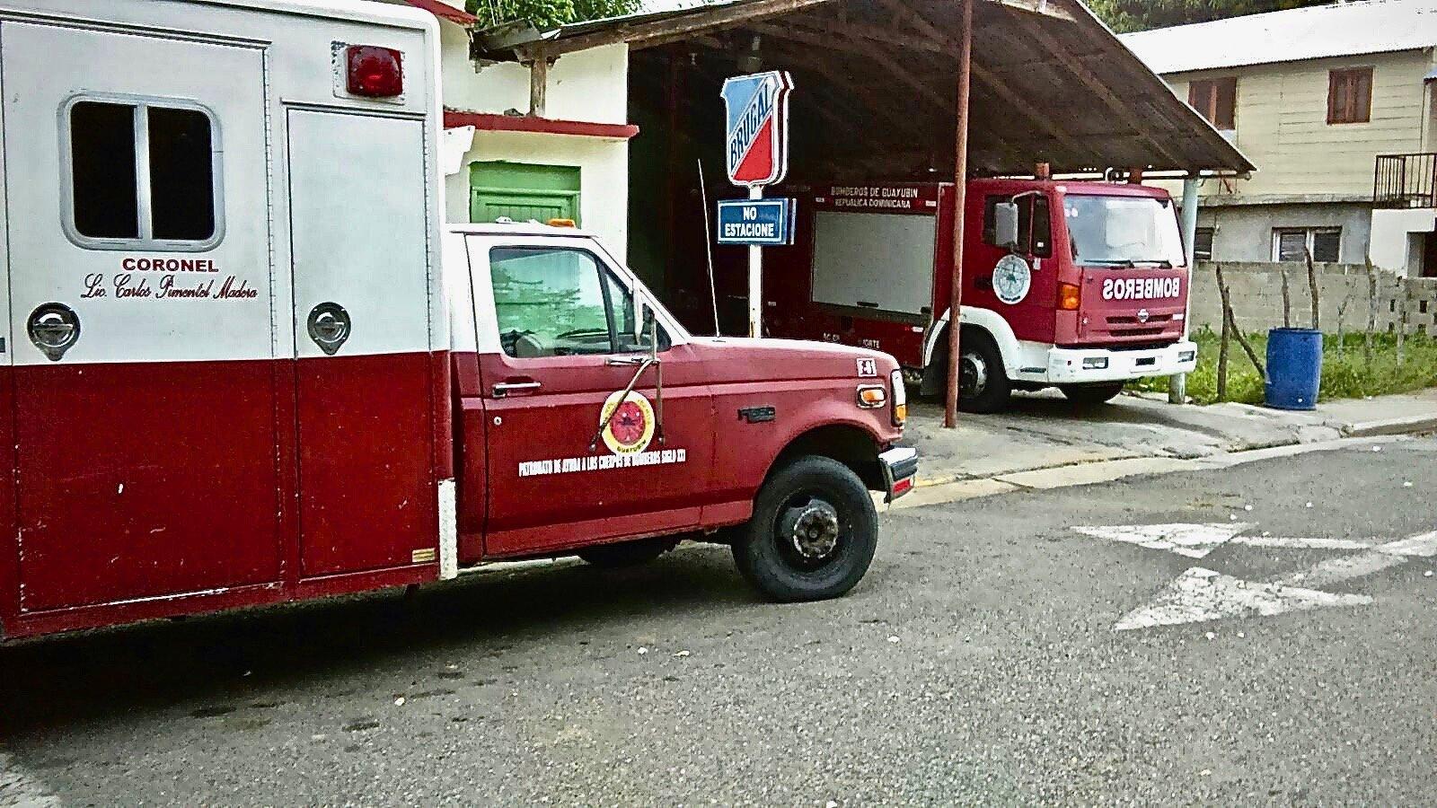 Ambulancia y Camion del Cuerpo de Bomberos de Guayubín